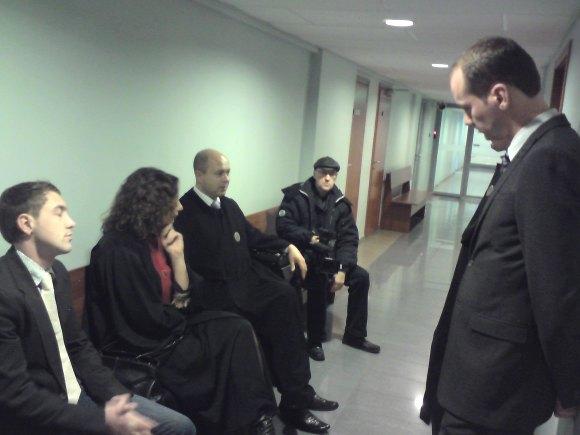 M.Gurskis (kairėje) ir R.Žilinskas (dešinėje) laukė teismo posėdžio.