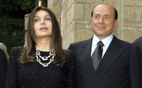 S.berlusconi su žmona