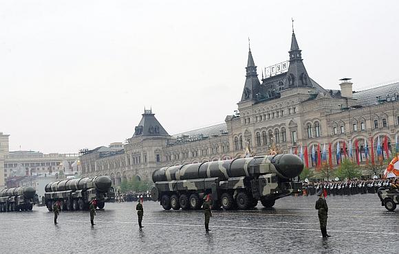 """Balistinės raketos """"Topol-M"""" per paradą Maskvoje"""