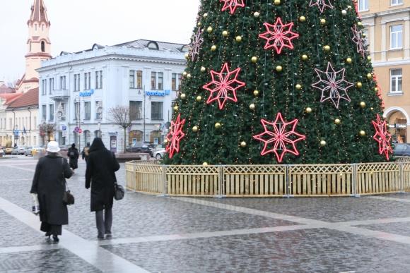 Tikimasi, kad artėjant Kalėdoms šiemet vilniečių traukos centru taps Vilniaus Rotušės aikštė ir joje įsikūręs Kalėdų miestelis.