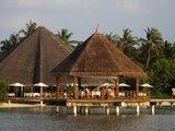 """""""Reuters""""/""""Scanpix"""" nuotr./Vienam gražiausių žemės kampelių, Maldyvams gresia rimtos problemos dėl klimato kaitos.  Kylantis vandens lygis kėsinasi užlieti šį salyną."""