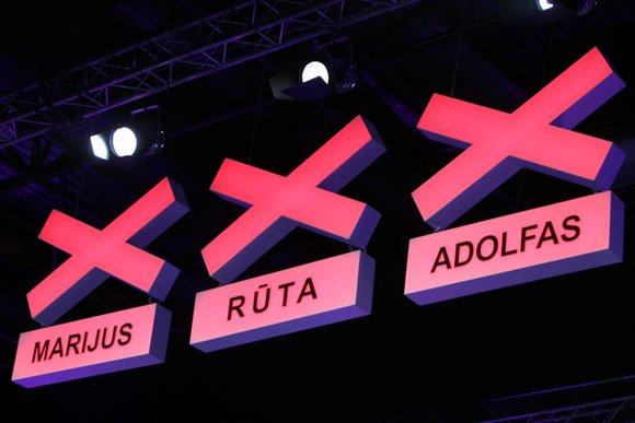 Scenoje dainavę, šokę ir kitus triukus demostravę talentai stengėsi kuo geriau pasirodyti ir patekti į finalą.