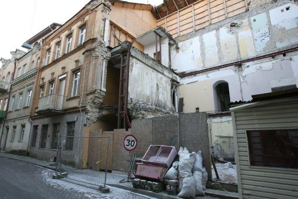 Šiaulių gatvės 8-asis namas stovi apgriuvęs nuo 2007 m. sausio 25 d. Atstatyti jo neplanuojama iki tol, kol nesibaigs teismų procesai, turintys nustatyti tikslius griūties kaltininkus.