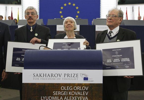Iš kairės: Olegas Orlovas, Liudmila Aleksejeva ir Sergejus Kovaliovas