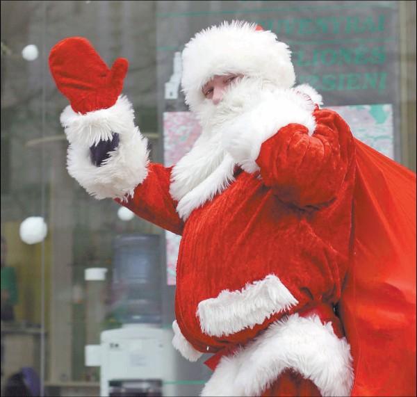 Įprasta vieno Kalėdų Senelio parengta programa iki 30 vaikų grupei paprastą dieną kainuoja apie 250-300 litų.