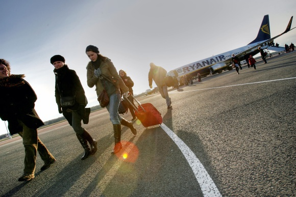 E.Ovčarenko nuotr./Skrydžių bendrovė Ryanair, į Kauną keleivius skraidinanti ia penkių Europos miestų, priea artėjančias žiemos aventes padidino skrydžių ia Dublino, Londono ir Frankfurto skaičių.