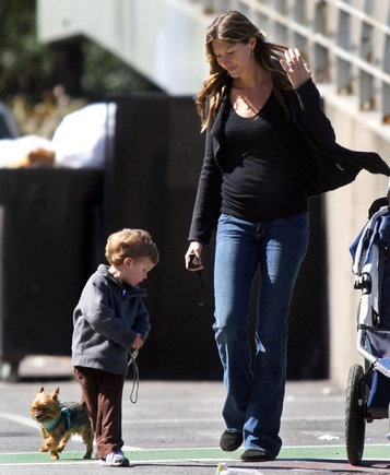 Gisele Bundchen su Tomo Brady sūnumi AOP nuotr.