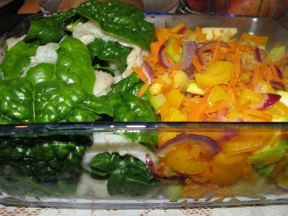 Špinatų ir žuvies suktinukų bei daržovių troškinys