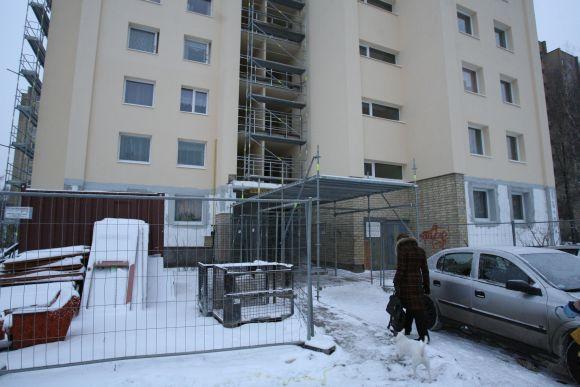 Daugiabučių, kurių visi butai turi balkonus, gyventojai net nesuka galvos, kam reikia mokėti už balkonų renovaciją, o kam ne, nes renovavimo kaštai paskirstomi po lygiai.