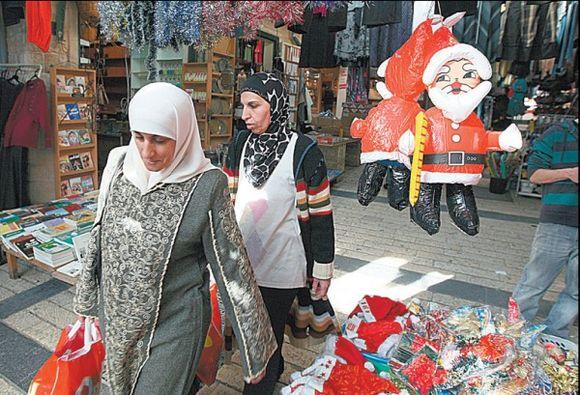 Musulmonai irgi neatsispiria Kalėdų simbolikai.