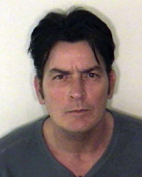Aspeno policija išplatino sulaikyto aktoriaus Charlie Sheeno nuotrauką.