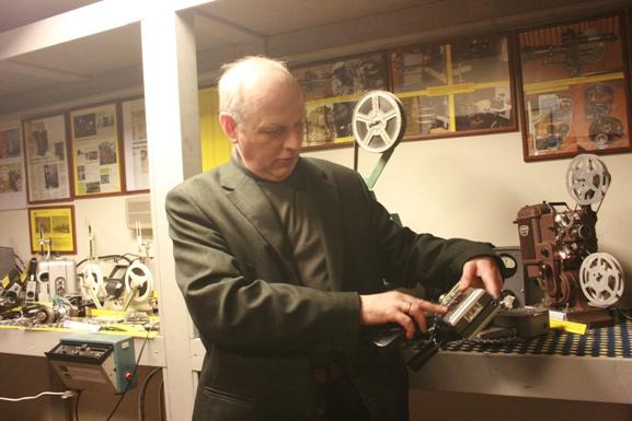 Gargždiškis Jonas Mikutis kino techniką renka metų metus.