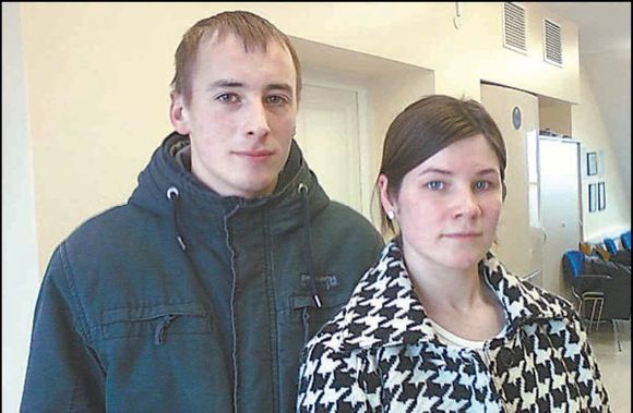 Antro vaiko laukiančiai Evos ir Tado Pilkauskų šeimai baisu galvoti apie ateitį ir 24 metų moters laukiantį teismą.