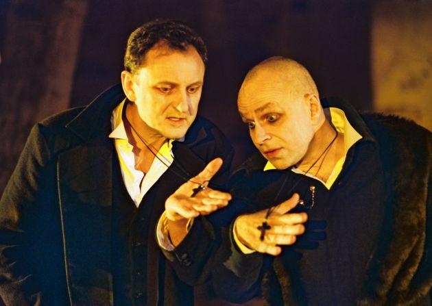"""P.Venslovas (kairėje) spektaklyje """"Idioto mišios"""""""
