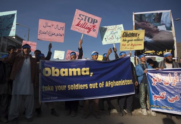Pasklidus žiniai apie tarptautinių pajėgų neva sušaudytus taikius gyventojus, į Kabulo gatves išėjo šimtai protestuotojų.