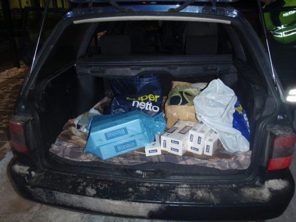 Bagažinėje pareigūnai rado cigarečių ir kitų daiktų.