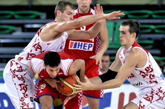 R.L.Ukičius (su kamuoliu) yra ir nacionalinės Kroatijos krepšinio rinktinės narys