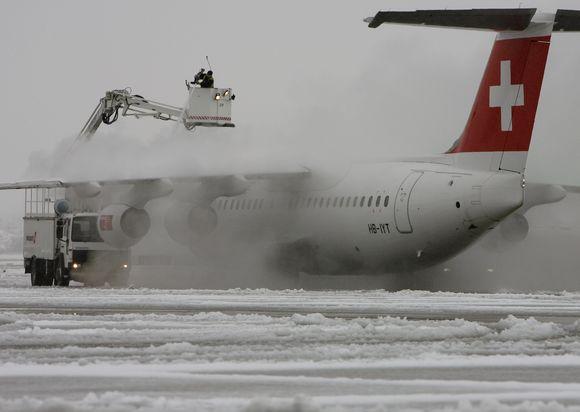 Šveicarijos avialinijų lėktuvas buvo priverstas leistis avariniu