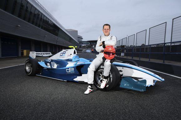 M.Schumacheris tikrina savo įgūdžius su GP2 serijos bolidu