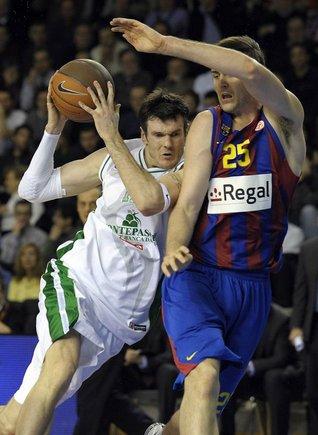 """AFP/""""Scanpix"""" nuotr./K.Lavrinovičius ir """"Montepaschi"""" nesugebėjo įkasti """"Barcelonai"""""""