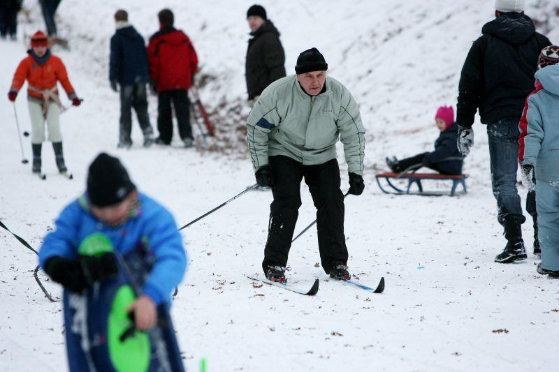 Pasak prekybininkų, lietuviai šią žiemą labiausiai perka roges ir slides.