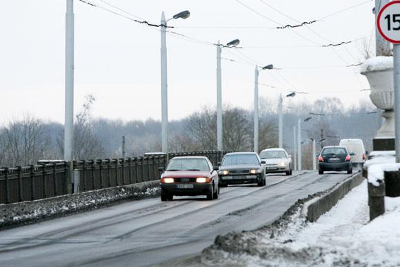 Esminė Panemunės tilto rekonstrukcijos teks laukti mažiausiai metus.