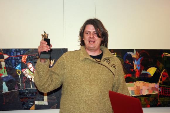 """I.Kazakevičiaus vadovaujamas """"Kultūrpolis"""" gavo Svajūno Jurkaus sukurtą statulėlę už du praėjusiais metais išleistus albumus."""