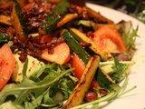 Beatos Nicholson nuotr./Beatos salotos su cukinijomis ir šonine.