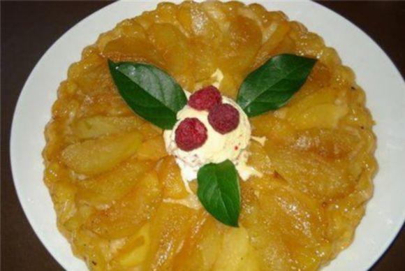 Obuolių pyragas su karamele