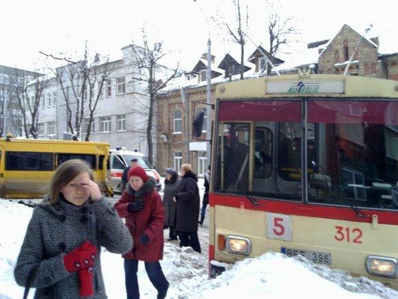 Tomo Gransko/15min.lt skaitytojo nuotr./Keleivinio transporto avarija Kaune