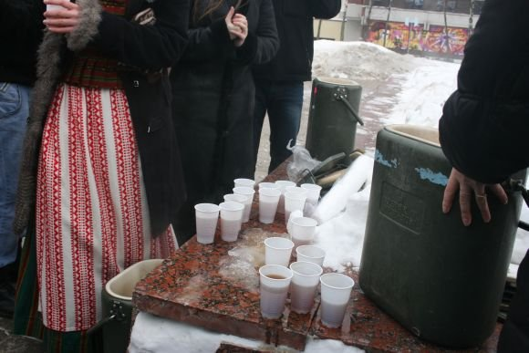J.Andriejauskaitės nuotr./Po aventės klaipėdiečiai galėjo pasivaiainti arbata.