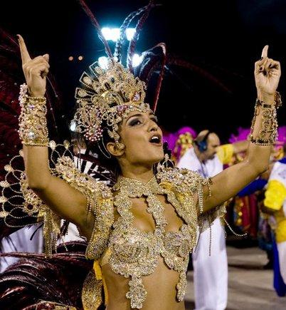 AFP/Scanpix nuotr./Sambos aokių mokyklos Uniao da Ilha būgnų karalienė