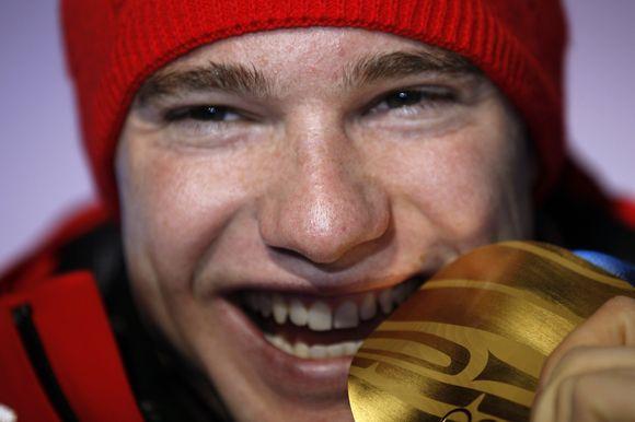 Vieną olimpinį aukso medalį Šveicarijai Vankuveryje iškovojo Dario Cologna, triumfavęs vyrų 15 km slidinėjimo varžybose