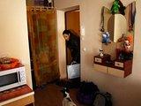 """LNK nuotr./""""Kambarių plėšikė"""" Ugnė Skonsmanaitė antrame kambaryje sutiko žaismingą šunelį"""