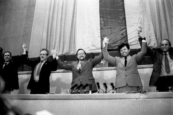 Priėmus Kovo 11-osios Aktą, AT vadovybė: K.Motieka, B.Kuzmickas, V. Landsbergis, Č.Stankevičius, A.Sakalas