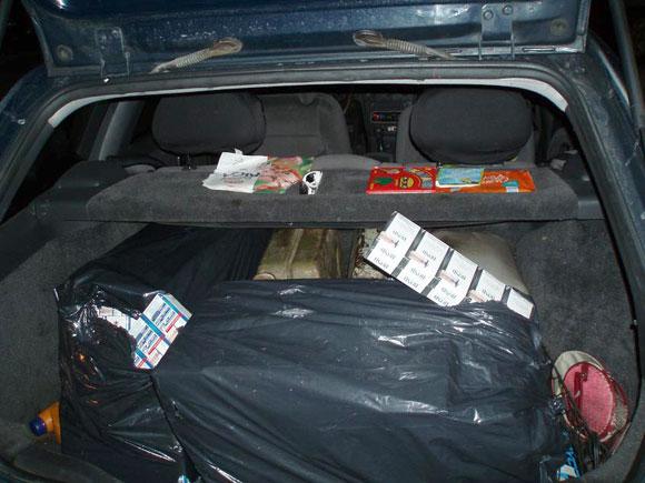 Kontrabandinės cigaretės automobilyje