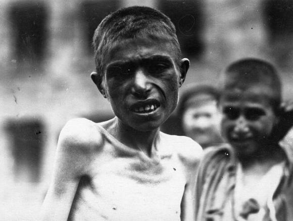 Nuo bado išsekę armėnai našlaičiai Pirmojo pasaulinio karo metais