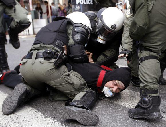 Demonstracija Graikijos sostinėje, Atėnuose, virto riaušėmis.