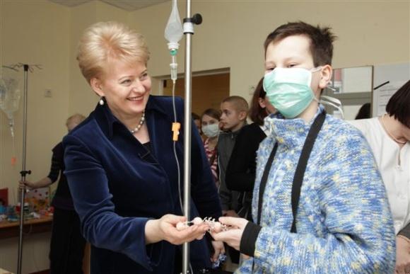 Prezidentė su ligoniukais