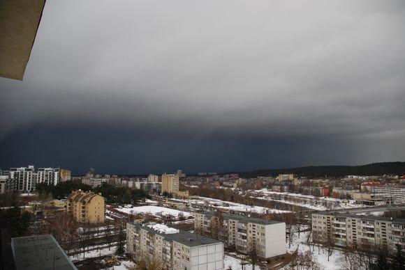 Sauliaus Chadasevičiaus/15min.lt nuotr./Pirmadienio vakarą Vilniuje žaibiakai pasikeitę orai