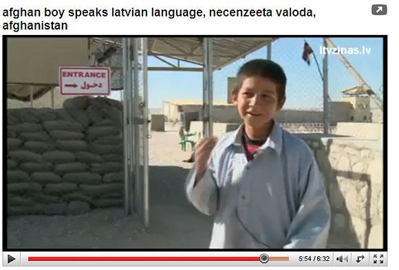 Latviškai kalbantis trylikametis afganas