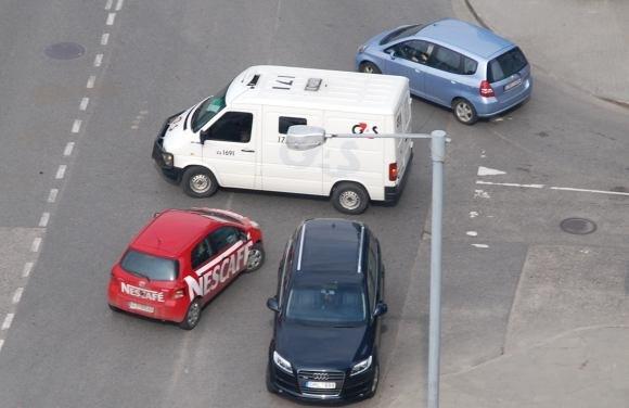 Sauliaus Chadasevičiaus/15min.lt nuotr./Įžūlus pažeidėjas su Audi Q7