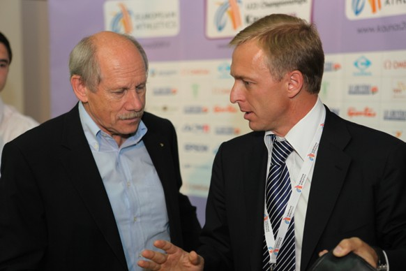 LAF Prezidentas E.Skrabulis (dešinėje) ir EA prezidentas H.Wiz