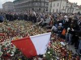 AFP/Scanpix nuotr./Varauvoje prie Prezidento rūmų aeatadienį rinkosi minios žmonių.