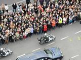 Reuters/Scanpix nuotr./Kafalkas su Lecho Kaczynskio karstu važiuoja Varauvos gatvėmis.