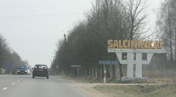 Šalčininkų rajono gyventojai dirba įprastinius darbus, tačiau yra ramūs ir susikaupę.
