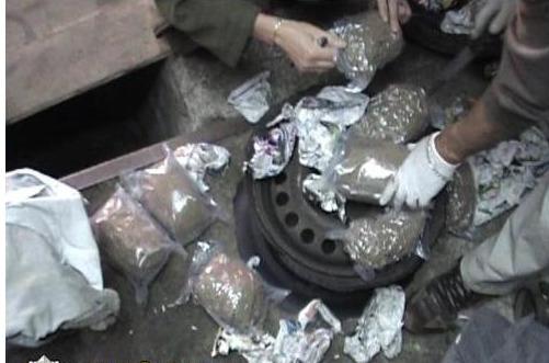 Grupuotė gabeno ir platino dideliais kiekiais narkotines medžiagas.