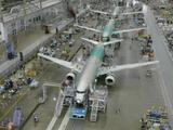 """Kadras iš """"YouTube""""/""""Boeing 737-700"""" gamybos epizodas"""