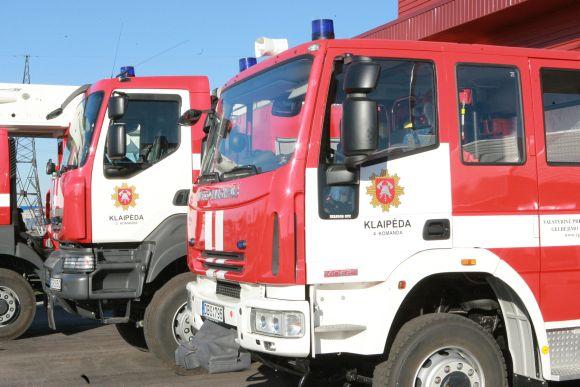 Ugniagesių automobiliai.