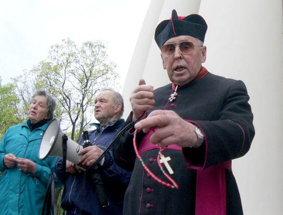 Tikintieji meldėsi, kad Lietuva nepražūtų dėl gėjų.